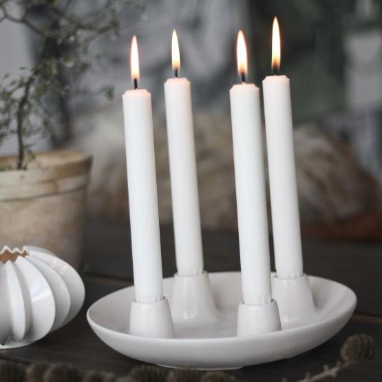 Decoración navideña nórdica: centros de adviento y velas calendario