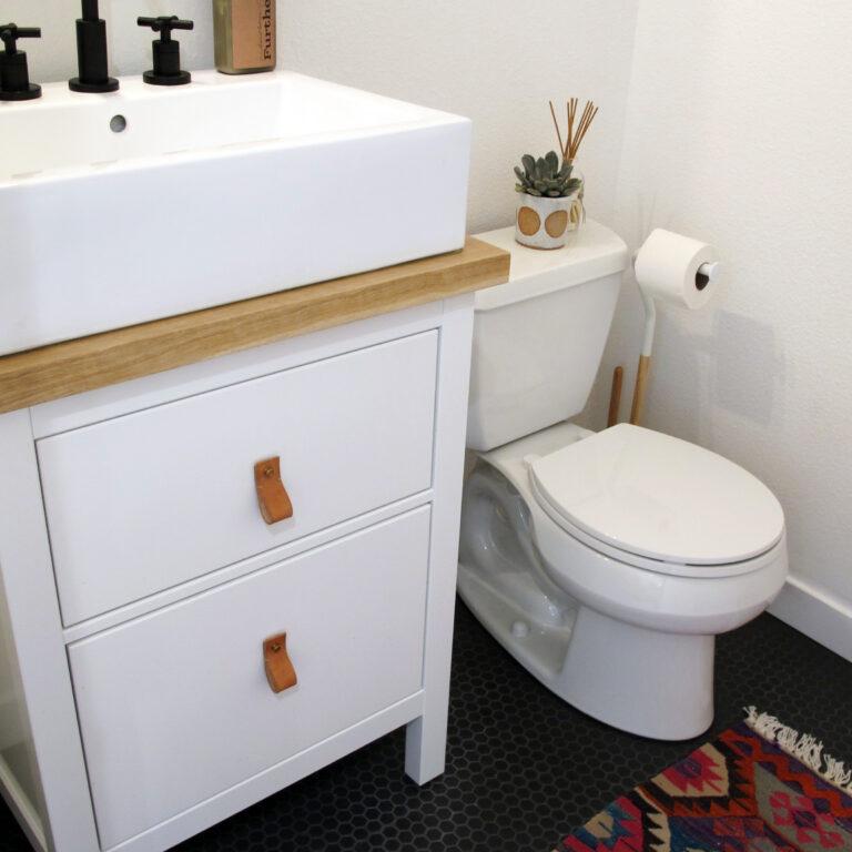 reforma de baños reforma baño lowcost Modernizar un aseo sin obras estilo nórdico decoración aseos y baños blog decoración nórdica baño sencillo decoración aseo blanco y colores naturales