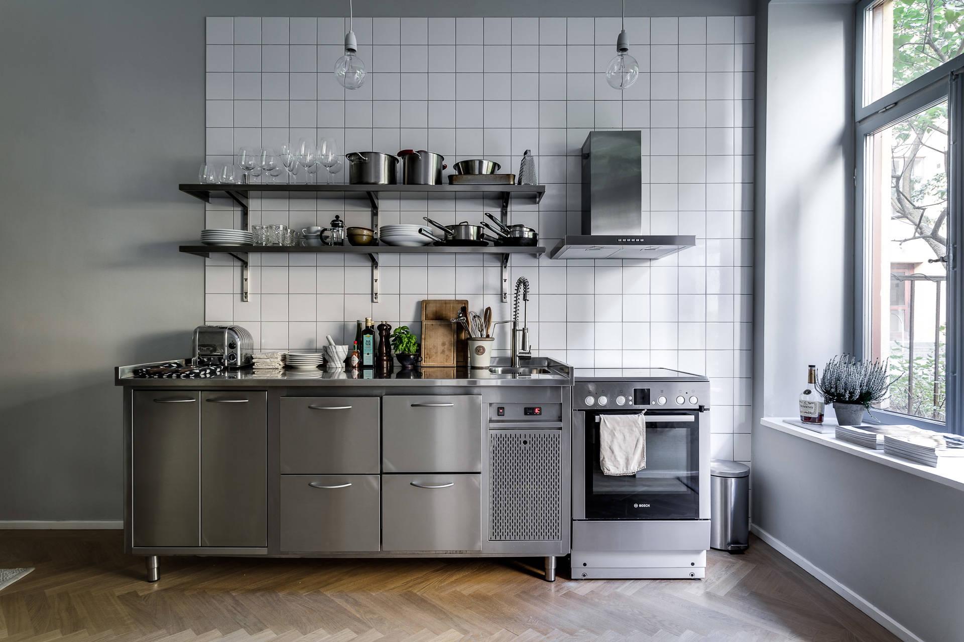 Peque a cocina inspirada en una profesional blog tienda for Cocinas y equipos