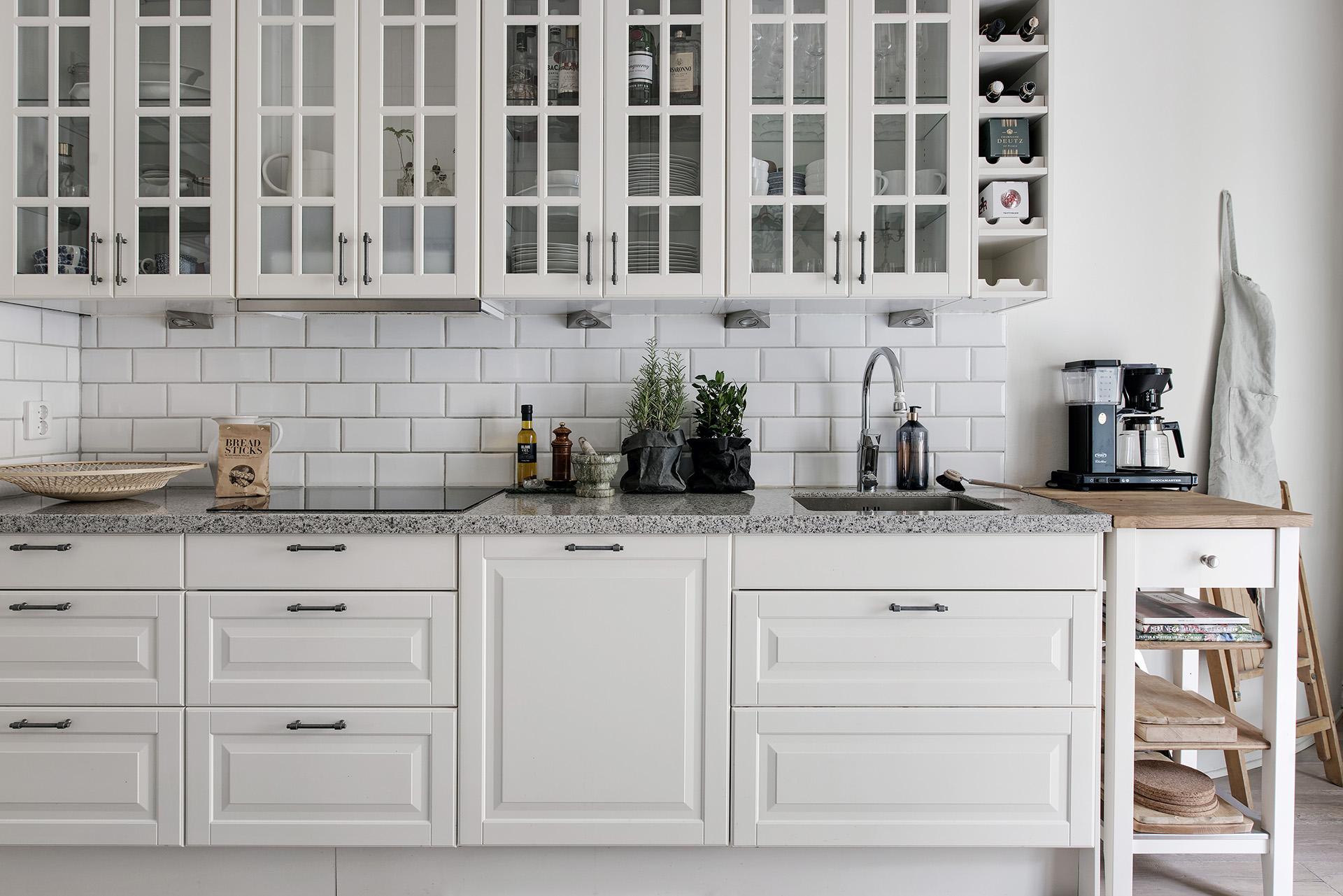 Armarios vitrina en la cocina blog tienda decoraci n for Decoracion cocinas blancas