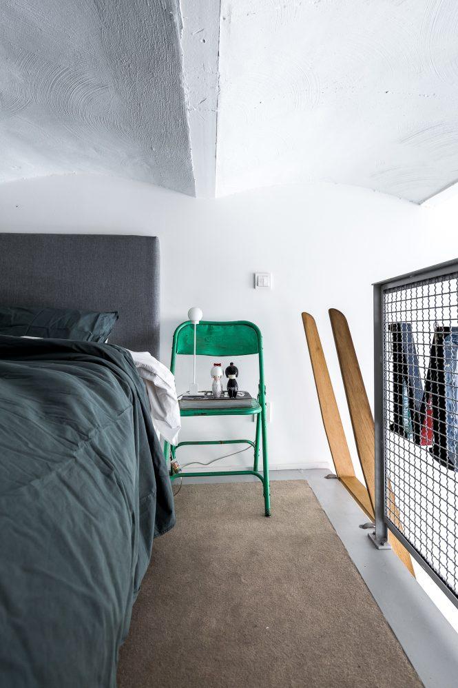 sillas eames colores estilo nórdico duplex pequeño dúplex industrial decoración nórdica decoración masculina decoración espacios pequeños decoración dduplex