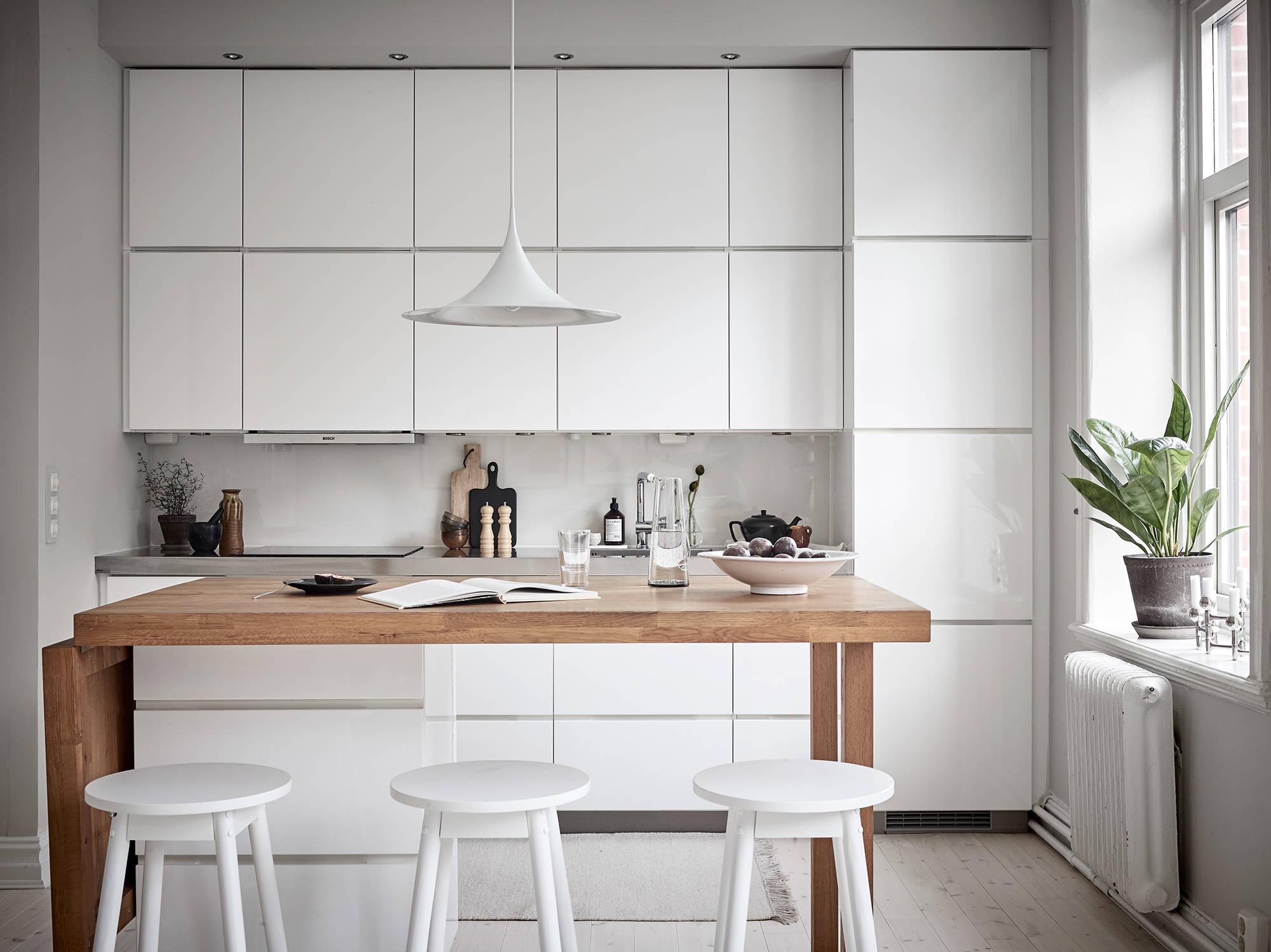 Cocina n rdica elegante con isla port til blog tienda decoraci n estilo n rdico delikatissen - Isla de cocina con mesa ...