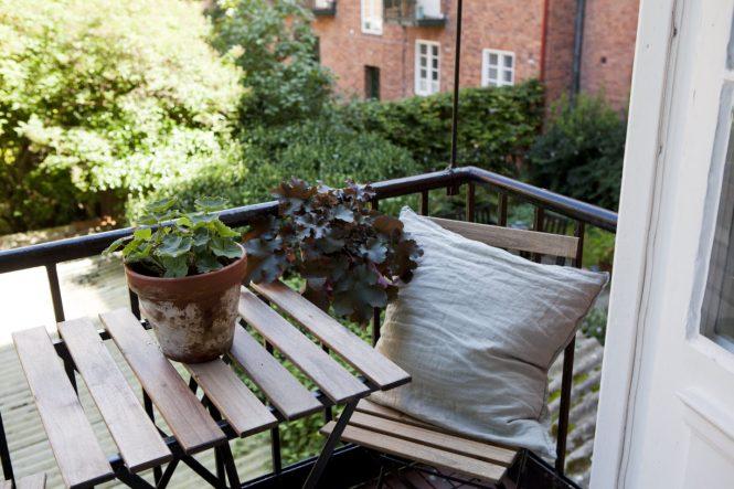 Sillas antiguas de colegio como sillas de comedor