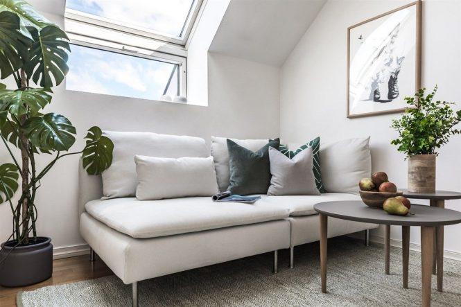 ventanas en el tejado estilo escandinavo espacio diáfano decoración ático pequeño color mint decoración