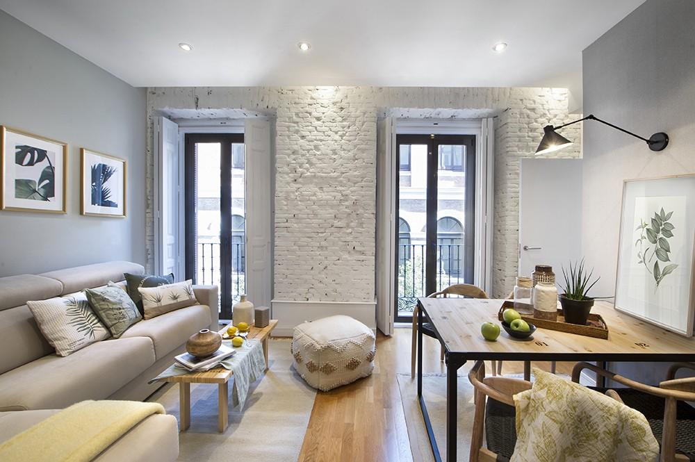 puertas aplacadas en espejo pisos turisticos madrid pisos pequeños decoración piso alquiler madrid interiores mini pisos estilo tonos naturales deco alquiler de vacaciones madrid