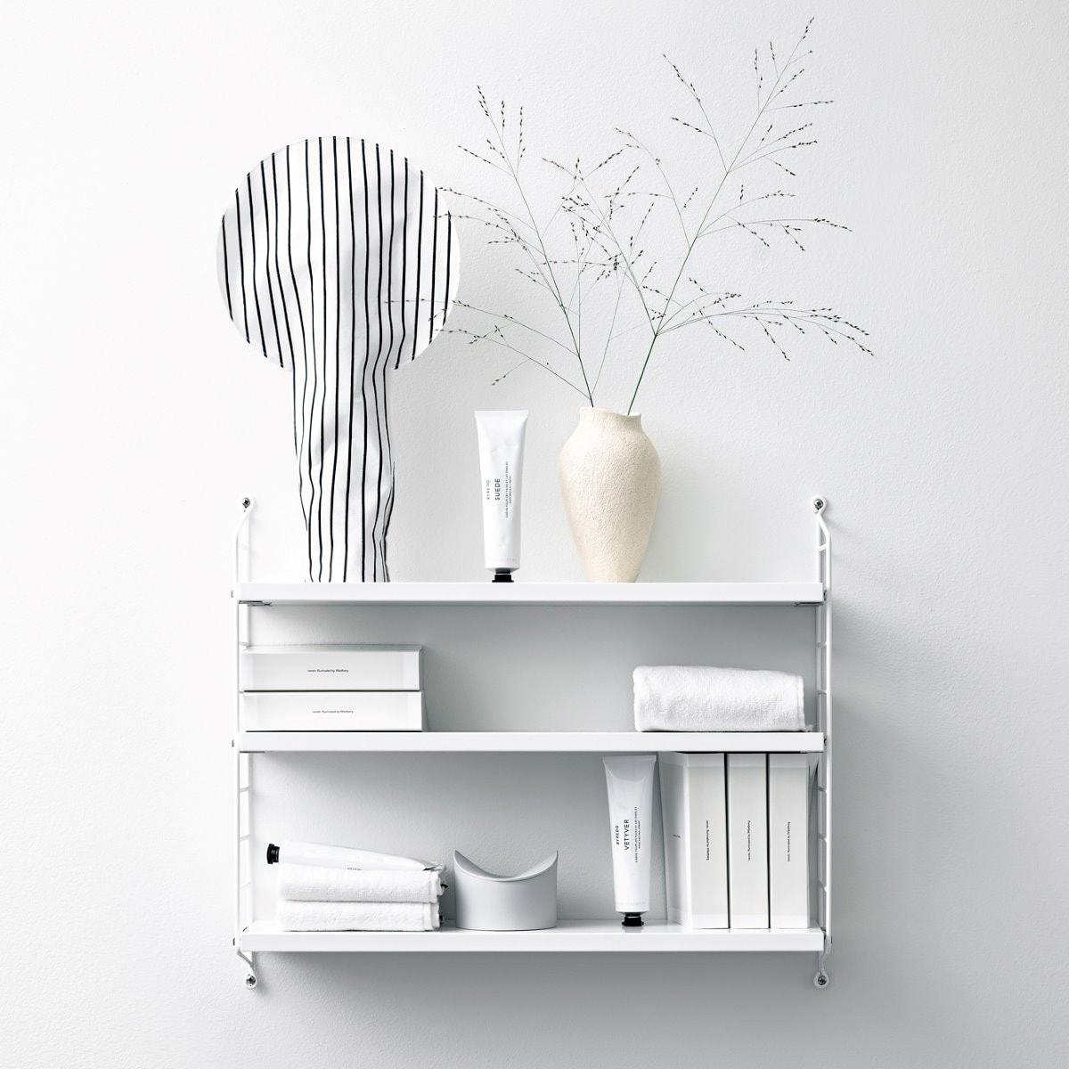 La casa bien organizada con artículos para almacenaje pequeño