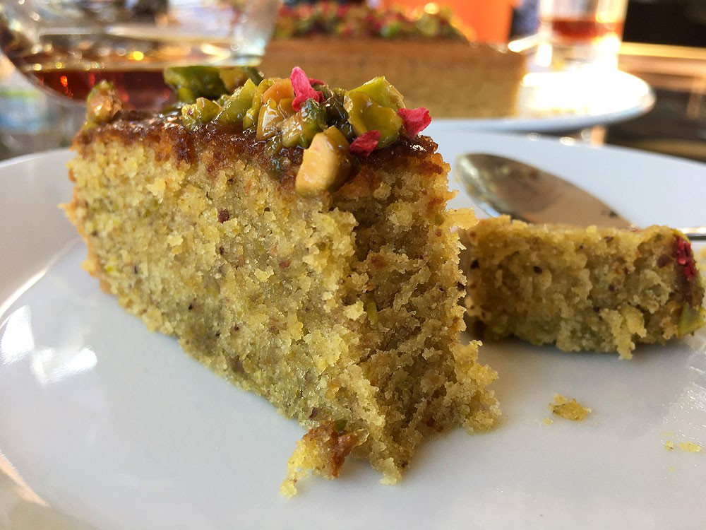 tarta rápida tarta facil tarta de frutos secos tarta con glaseado de limón postres con pistachos bizcocho de pistachos