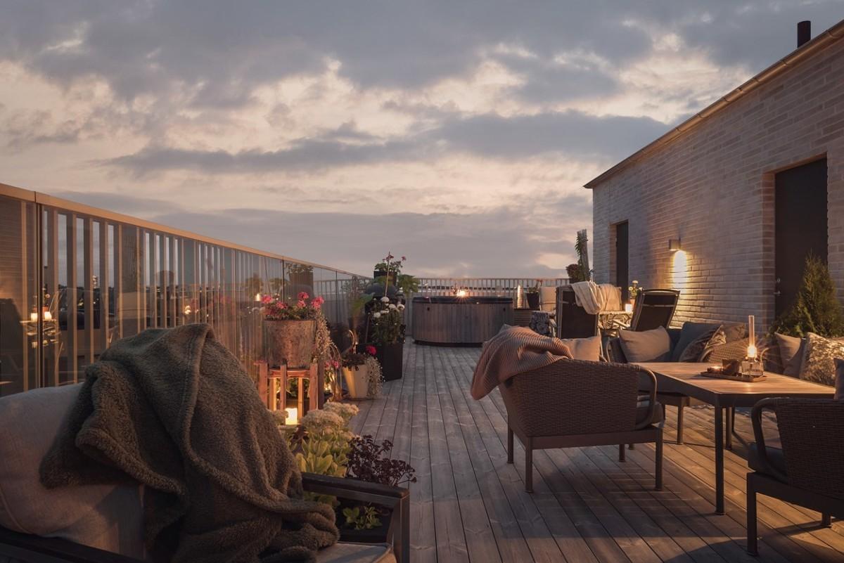 Iluminando las terrazas para las noches de verano al fresco