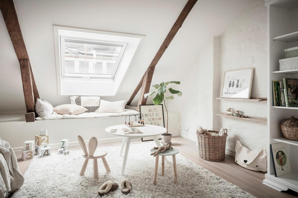 Encantadora habitación infantil abuhardillada, en ático espectacular