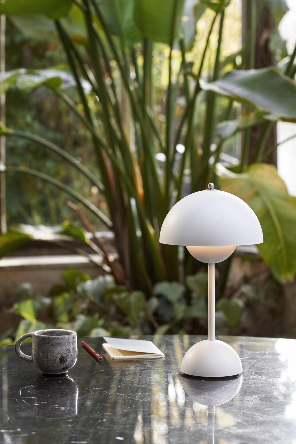 Lámpara de mesa Flowerpot VP9 portable para ir de picnic